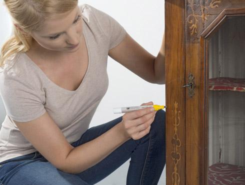 wie bessert man kratzer und kerben im holz richtig aus bondex. Black Bedroom Furniture Sets. Home Design Ideas