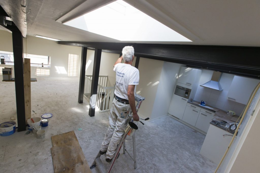 De meeste arbeidsuren zitten in het binnenschilderwerk.