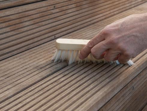 Holzdielen Reinigen wie öle und bearbeite ich eine bangkirai terrasse richtig bondex