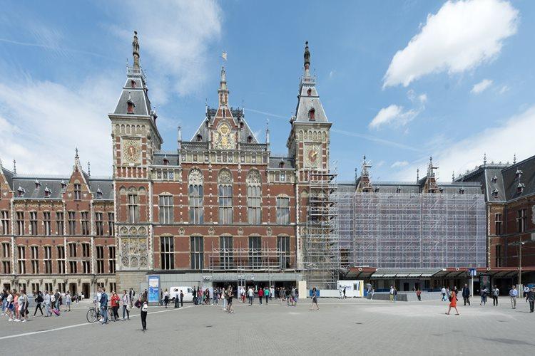 Centraal Station Amsterdam in de steigers.